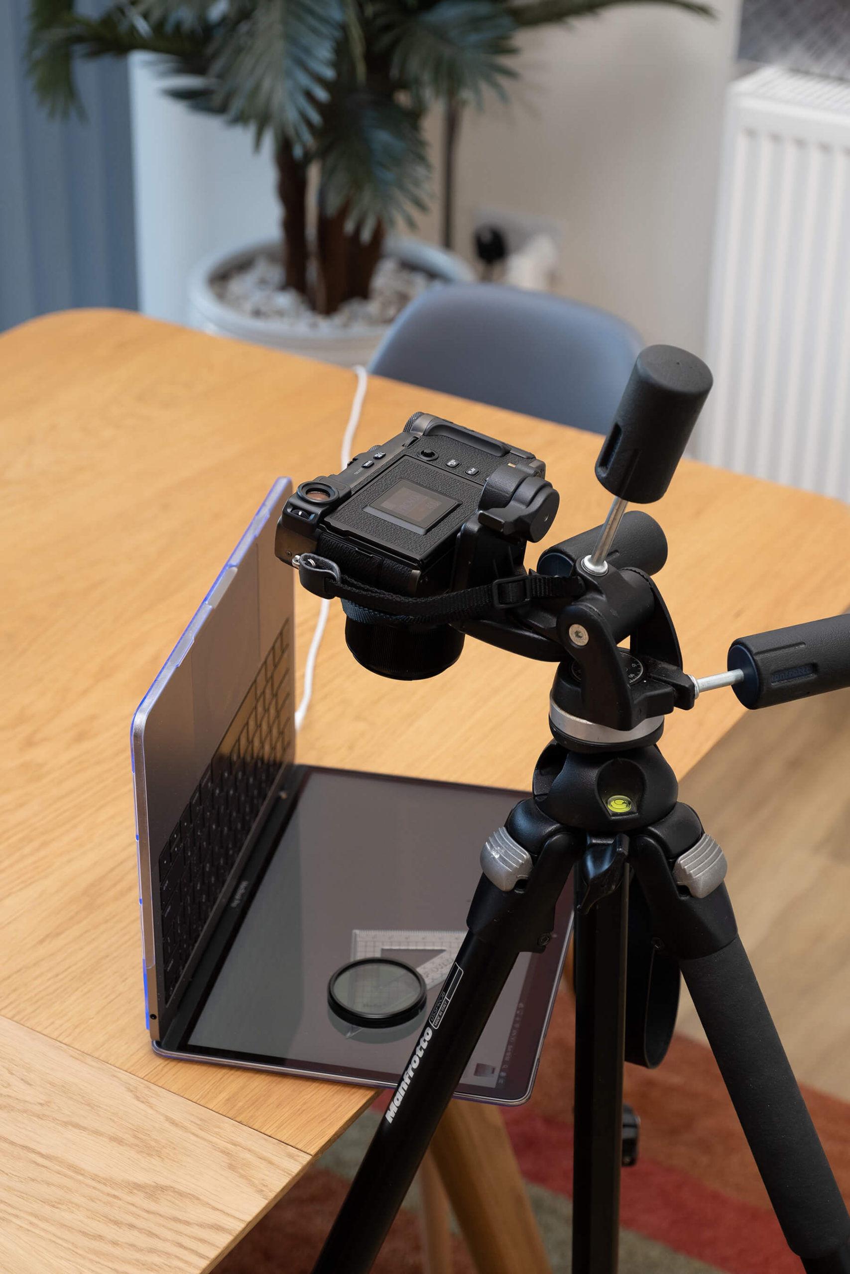 Cross polarisation photography set-up